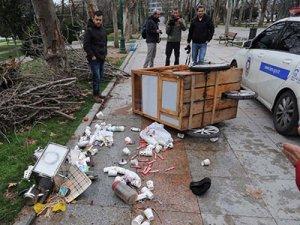 Taksim Gezi Parkı'nda taşlı sopalı kavga
