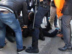 Başbakan Davutoğlu'nu protesto eden 20 kişi gözaltına alındı