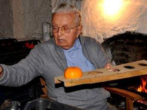 4 bin portakal ağacınını yaşatmak için mücadele ediyor