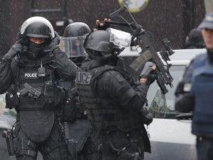 Charlie Hebdo saldırganları bir evde kıstırıldı
