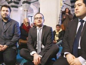 """Alman Bakan Heiko Maas camiyi ziyaret etti, """"Asıl şimdi birlik olma zamanı"""" dedi"""