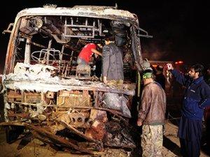 Pakistan'da katliam gibi kaza: 57 ölü