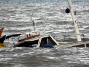 Samsun'da balıkçı teknesi alabora oldu