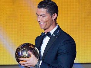 """""""Altın top"""" üçüncü kez Ronaldo'da"""