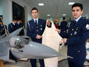 """Askeri öğrenciler """"radyasyondan koruyucu kumaş"""" geliştirdi"""