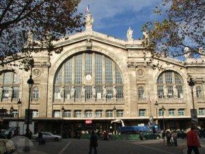 Paris istasyonu bomba ihbarı nedeniyle tahliye edildi