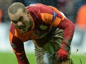 Sneijder dudak uçuklattı
