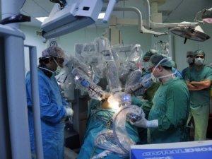 Robotik cerrahi yöntemiyle ilk ameliyat
