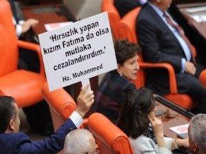 CHP Milletvekili İhsan Özkes'ten pankartlı tepki