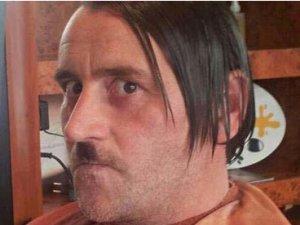 Almanya'da PEGIDA liderinin Hitler pozu tartışılıyor
