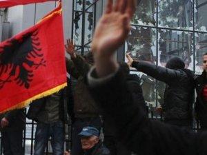 Kosova'da Başbakanlık binasına taşlı saldırı