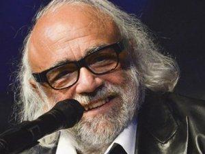 Dünyaca ünlü müzisyen Demis Roussos hayatını kaybetti