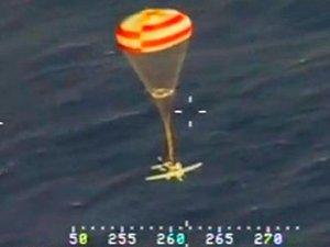 Havada yakıtı biten uçak paraşütle okyanusa indi