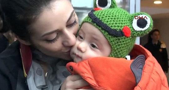 Kadın Avukat 7 aylık çocuğu ile duruşmaya girdi