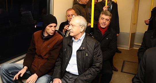 Metroya binen CHP Lideri vatandaşın dertlerini dinledi