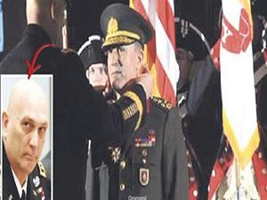 Çuvalcı komutandan Orgeneral Hulusi Akar'a madalya!