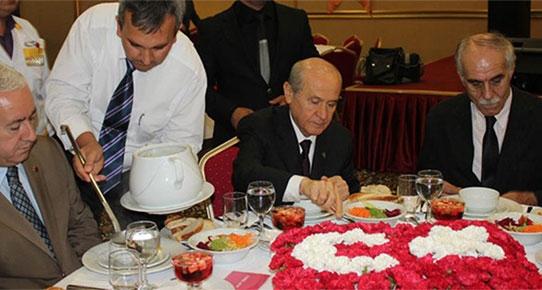 Devlet Bahçeli milletvekillerine mozart dinletti