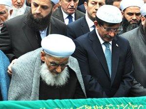 Başbakan Davutoğlu Cuma namazı için 3 cami değiştirdi