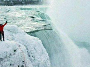 Niagara Şelalesine tırmanan ilk kişi Will Gadd oldu