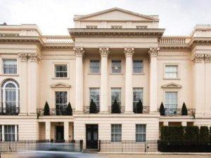 Londra'da saray yapımını memur Matthew Rees engelledi