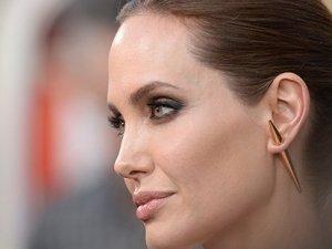 Dünya, Angelina'ya hayran