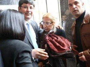 AKP grup toplantısında Davutoğlu'na bağıran kadın heyecan yarattı