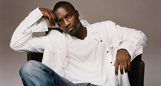 Akon şaşırmış olmalı