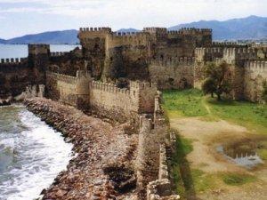 Mersin'de bin 500 yıllık tarihi topu çaldılar