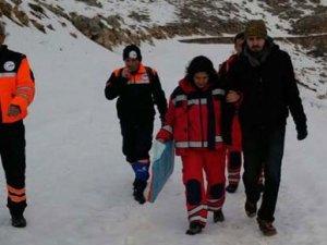 Nemrut Dağı'nda kaybolan iki üniversite öğrencisi donmak üzereyken kurtarıldı
