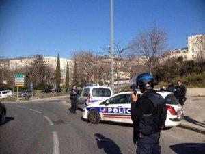 Fransa'da polise saldırı