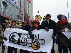 Güney Kore konsolosluğu önünde biber gazı eylemi