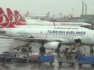 Atatürk Havalimanı'nda uçaklar yıkanıyor