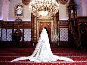 AKP'li Uçma'dan yeni öneri: Camilerin içinde de nikah kıyılabilmeli