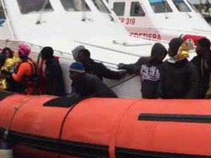 Akdeniz'de kaçak göçmen teknesi battı: 203 kişi boğularak öldü