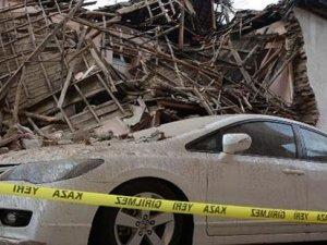 Sağanak yağış nedeniyle iki katlı bina çöktü