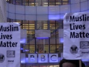 BBC önünde İslamofobi eylemi