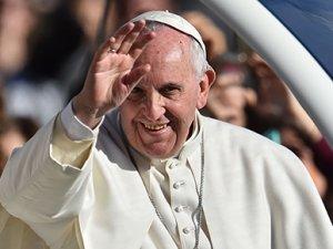 """""""Papalar da dünyaya tacıyla gelmiyor"""""""