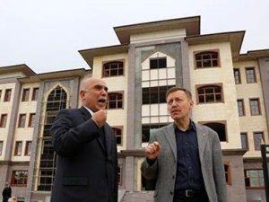Mersin'de 'hükümet konağı' tartışması