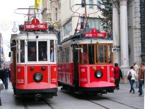 Sevgililer Günü'ne özel tramvay nikahı