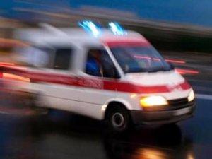 İzmir'de otomobil yayalara çarptı