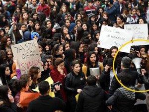 Mersin'de polis otosundan Özgecan sloganı
