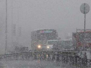İstanbul beyaza büründü; kar küreme aracıyla kaza geçiren 1 işçi yaşamını yitirdi