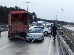 İstanbul'da 10 araç birbirine girdi