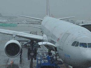 THY uçağı toprağa saplandı