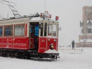 İstanbul'da kar kalınlığı bazı noktalarda 60 santimetreye ulaştı