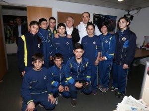 Fenerbahçe kadınlara ücretsiz boks dersi verecek