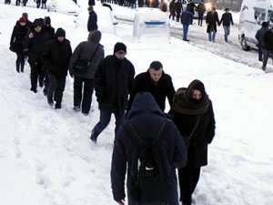 İstanbul'da ulaşım durdu, yürüyerek işe gittiler