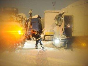 Kar İstanbul'u esir aldı, kimse kendini suçlamadı!