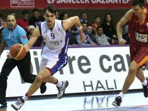 Anadolu Efes yarı finalde!