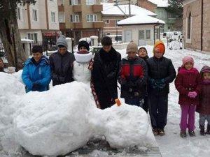 'Ölü kardan adama' kardan imamla cenaze namazı